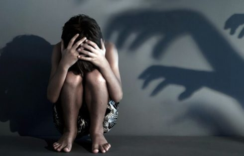 Father flees after sexually molesting 6-year-old daughter